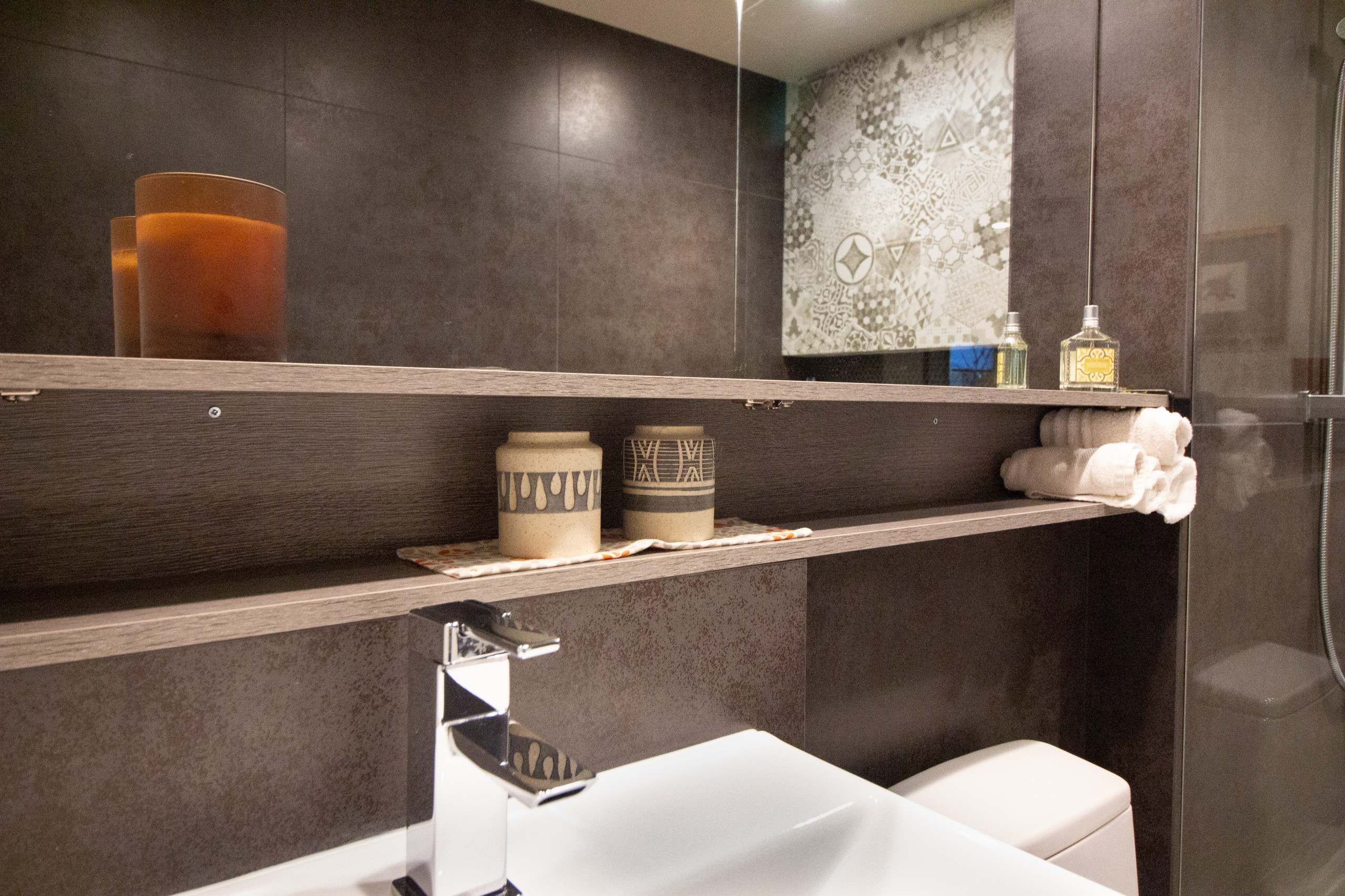 Contemporary Treehouse Guest Bathroom