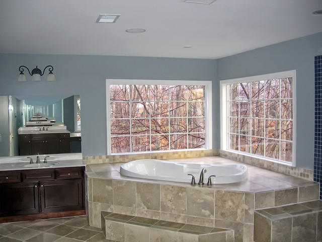 Corner Jacuzzi Tub With Marble Seating To Bringing The
