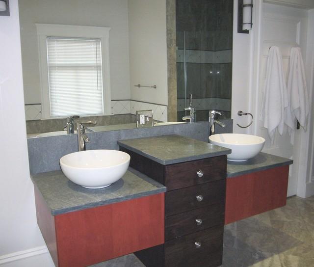 Corner shower asian-bathroom
