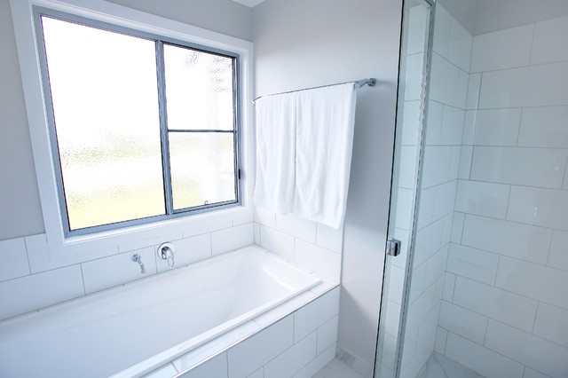 Cosy hamptons style transitional bathroom townsville for Bathroom cabinets townsville