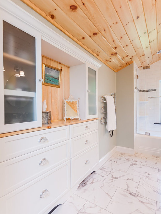 Knotty Pine Bathroom Design Ideas, Pictures, Remodel & Decor with an Undermount Sink