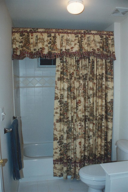 Cottage Charm French Country Toile Valance And Shower Curtain Traditional Bathroom