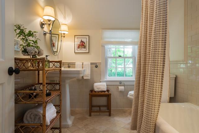 Cottage traditional-bathroom