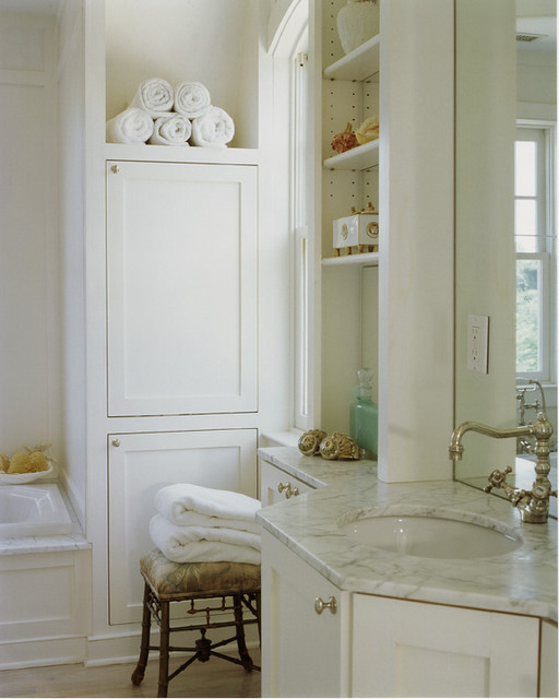 Country Houses traditional-bathroom