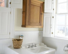 Countryside Estate traditional-bathroom