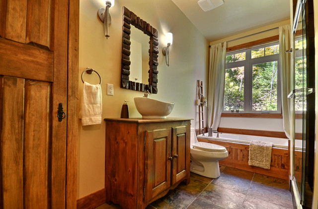 Cozy cottage rustic bathroom montreal by melyssa for Lake cottage bathroom ideas