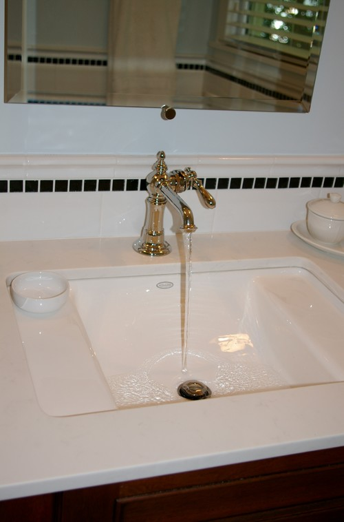 What Is The Brand Of This Sink Faucet Please Answer