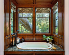 Creekside Cottage-Kiawah Island traditional bathroom