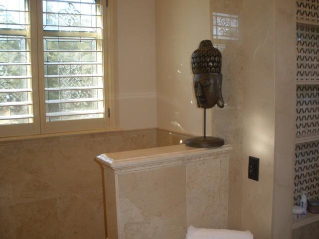 Crema marfil bathroom for Crema marfil bathroom ideas