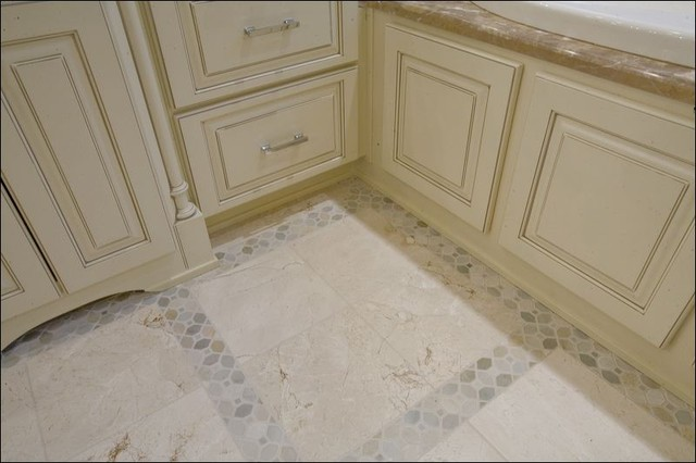 Crema Marfil Leathered with Desert Sand Mosaics traditional-bathroom