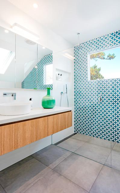 Idee per una stanza da bagno design con doccia aperta