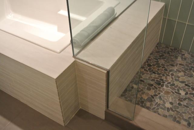 Crescent Rim Condo contemporary-bathroom