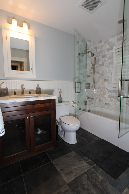 Example of an eclectic bathroom design in San Diego