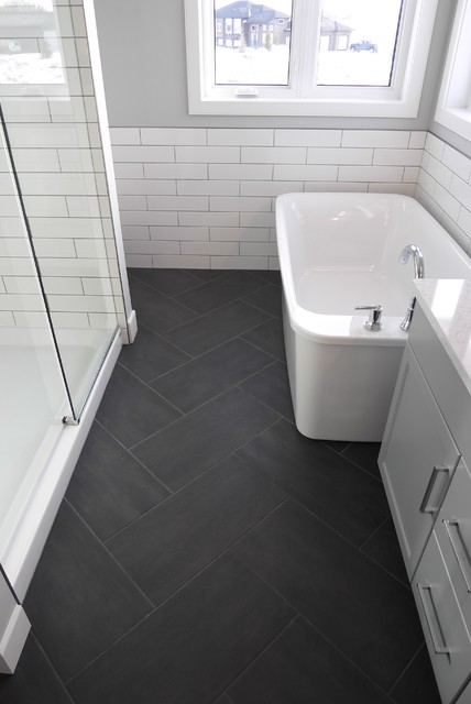 Example of a small transitional master black tile and porcelain tile porcelain floor bathroom design in Other with shaker cabinets, gray cabinets, a two-piece toilet, gray walls, an undermount sink and quartzite countertops