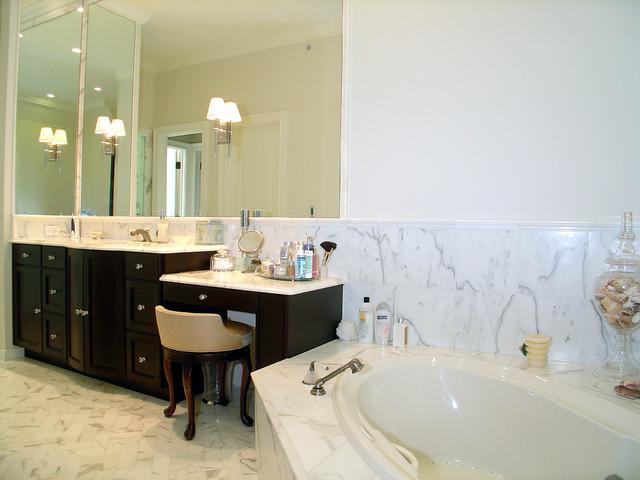 Custom Home Skokie traditional-bathroom