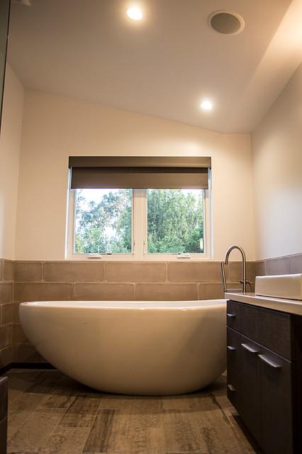 Custom home the butterly house modern bathroom los for Landscape architects bath