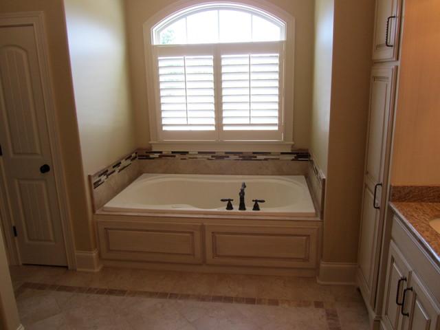 Custom Homes contemporary-bathroom