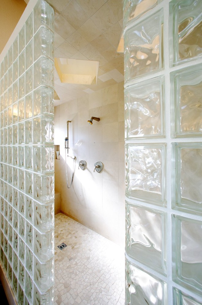 Example of a trendy bathroom design in Sacramento