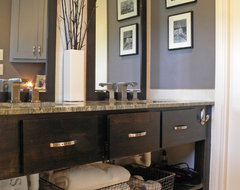 Dallas, TX: Lyndsey & Steve eclectic-bathroom