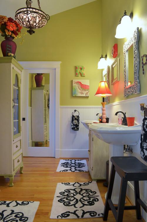 Traditional Bathroom by Dallas Media & Bloggers Sarah Greenman