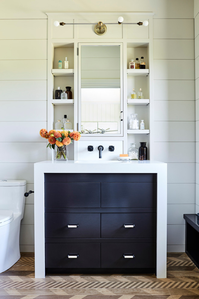 Example of a small beach style kids' porcelain tile and single-sink bathroom design in Los Angeles with black cabinets, white walls, quartz countertops and a freestanding vanity