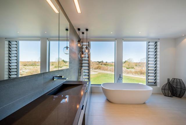 Davinia Sutton - 2016 Supreme Bathroom Design Award contemporary-bathroom