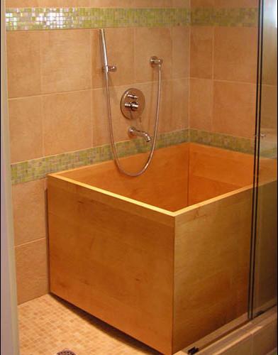 Deep Ofuro for walk-in shower modern-bathroom