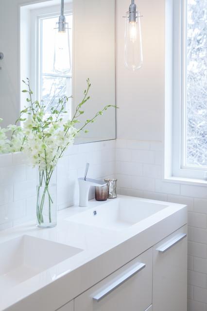 Degrassi contemporary bathroom toronto by wanda for Degrassi mirror in the bathroom