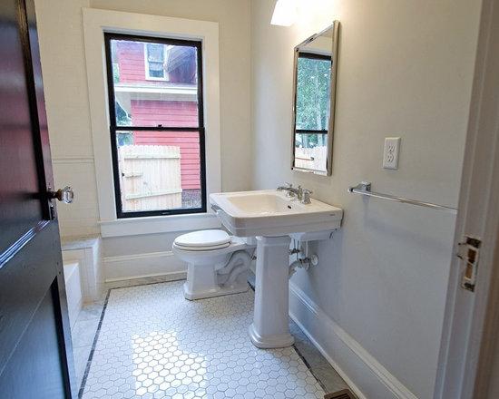 Craftsman small bathroom ideas home design ideas photos for Small craftsman bathroom design