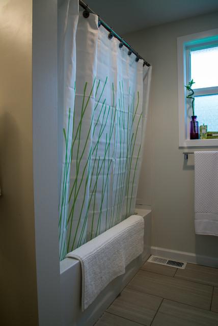 Des moines residence remodel modern bathroom seattle for Bath remodel des moines