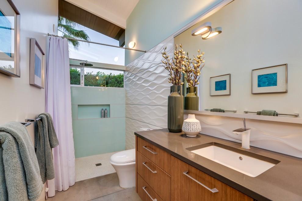 Example of a 1950s bathroom design in Los Angeles