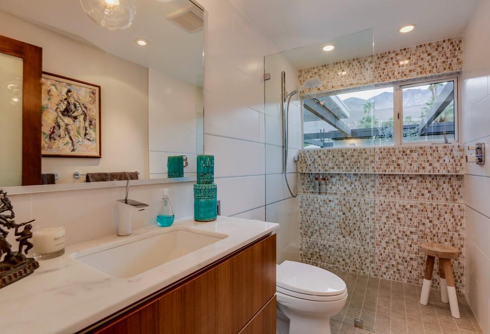 Bathroom - 1950s bathroom idea in Los Angeles