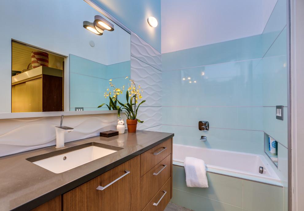 Bathroom - 1960s bathroom idea in Los Angeles