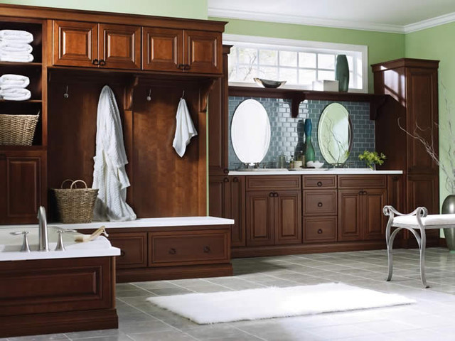 Diamond Vibe Cabinetry Traditional Bathroom