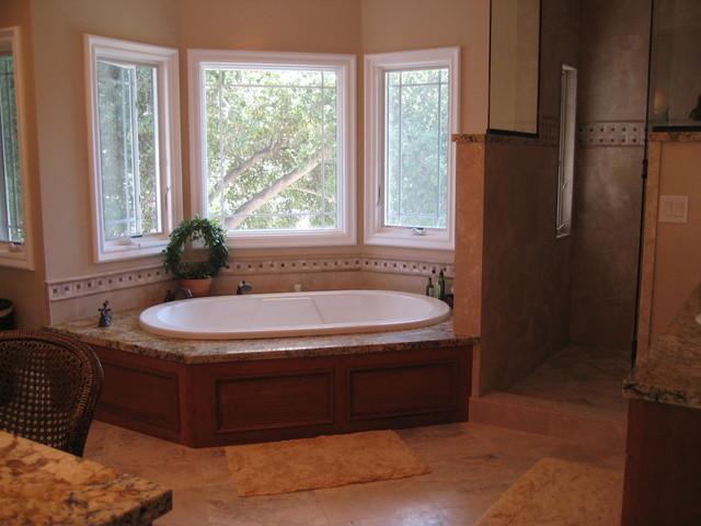 Donavan traditional-bathroom