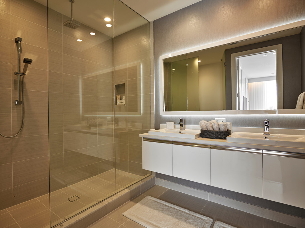 Doral I - Modern - Bathroom - Miami - by RS3 DESIGNS