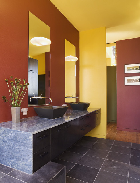 Dos Iguanas Residence contemporary-bathroom