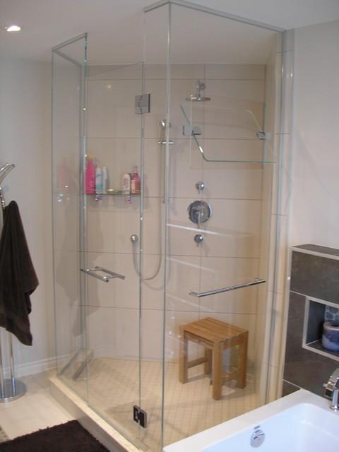 douche en verre avec panneau pivotant modern bathroom montreal by vitr volution inc. Black Bedroom Furniture Sets. Home Design Ideas