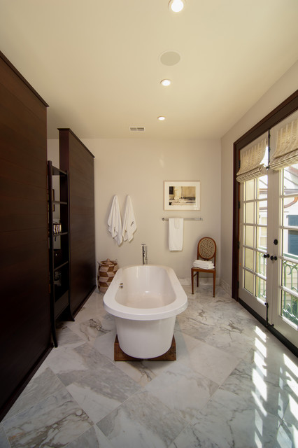 Downtown traditional-bathroom