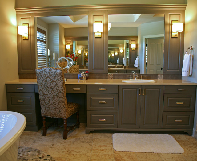 Dressing room for a queen traditional bathroom for Bathroom designs with dressing area