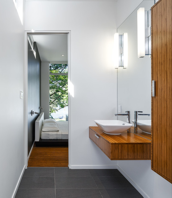 Dunrobin Shores modern-bathroom