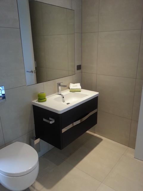 Earthstone Talc Ivory Tiled Bathroom