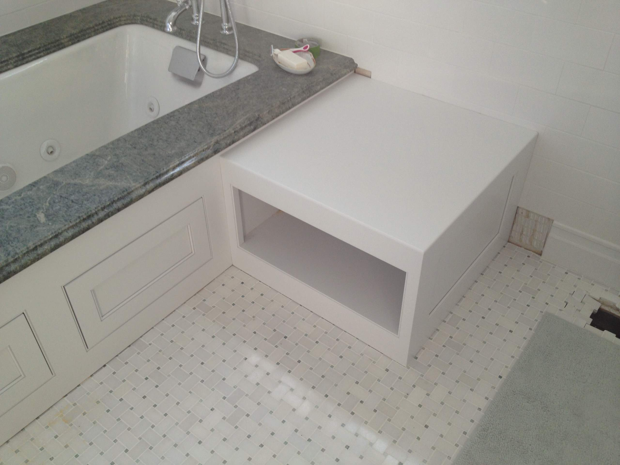 East Brandywine Master Tub Surround