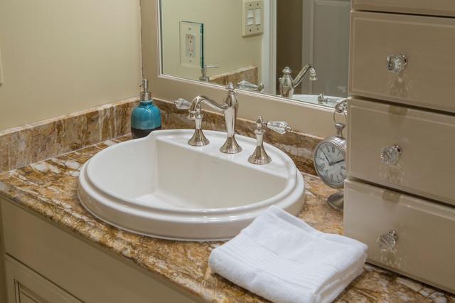 Bathroom mirrors grand rapids mi awesome pink bathroom for Bathroom design grand rapids mi