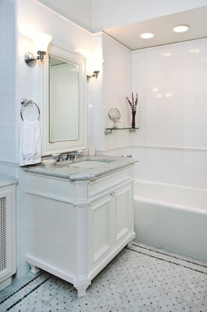East Lincoln Park Co-op traditional-bathroom