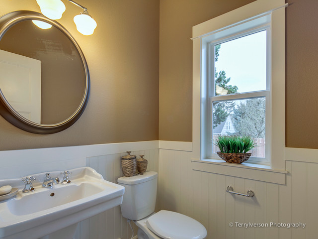 Eastmoreland Heights traditional-bathroom