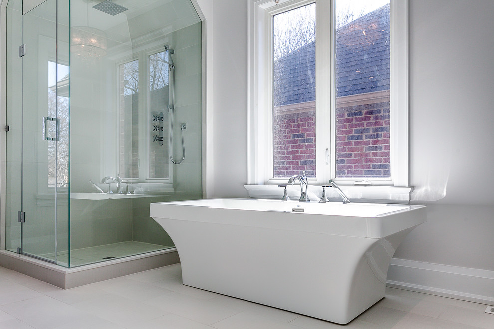 Example of a transitional bathroom design in Toronto