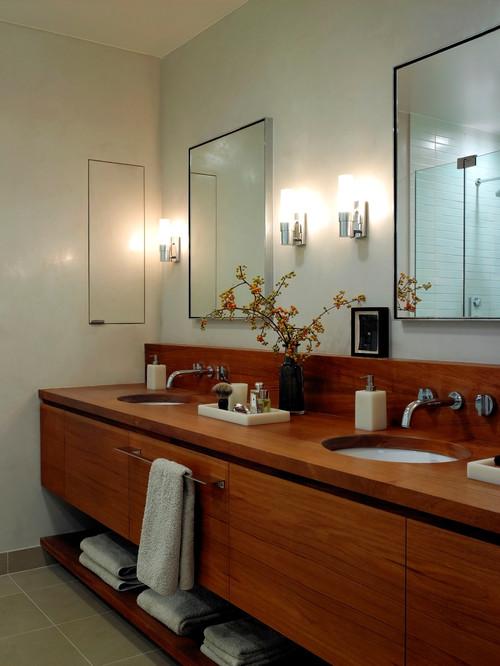 деревянная мебель В интерьере стиле фьюжен в ванной комнате от дизайнера