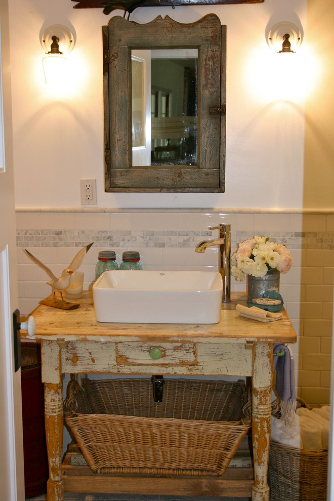Example of an eclectic bathroom design in Los Angeles