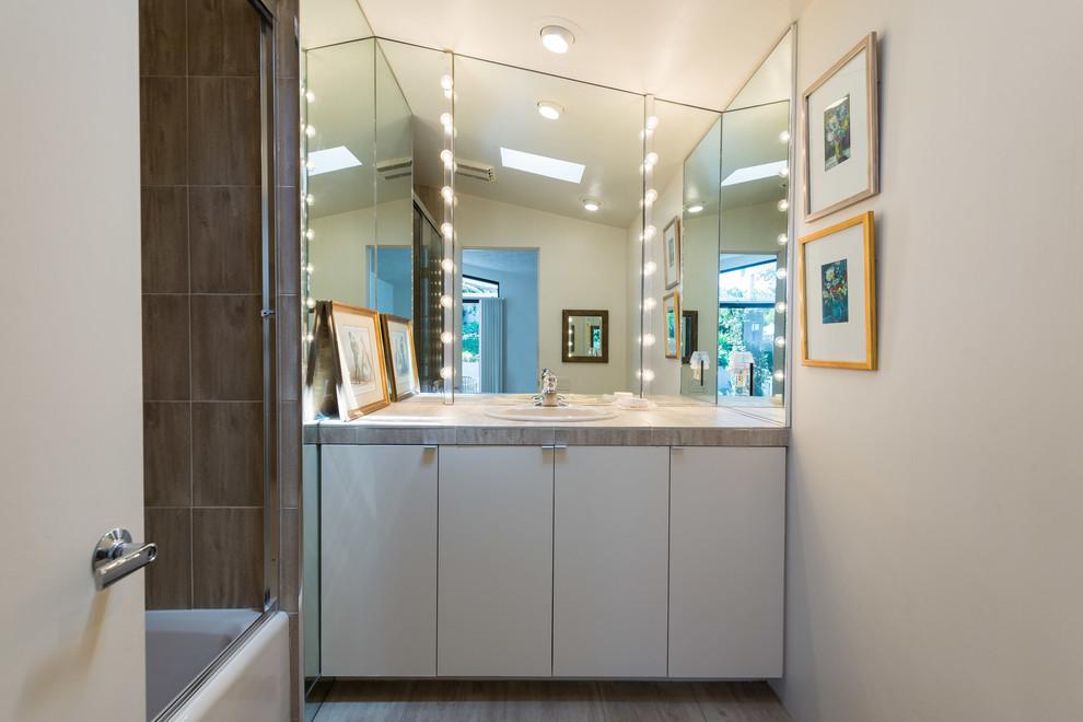 El Paso Real - Midcentury - Bathroom - San Diego - by The ...